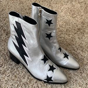 Modern vice silver boots